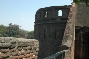 A walk along the fort's outer walls